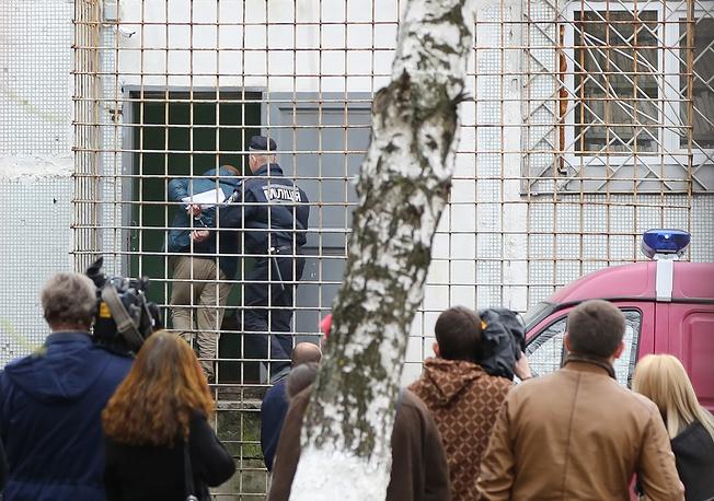 Территория суда была взята под усиленную охрану милиции, в помещение не пускали ни родственников задержанных, ни журналистов