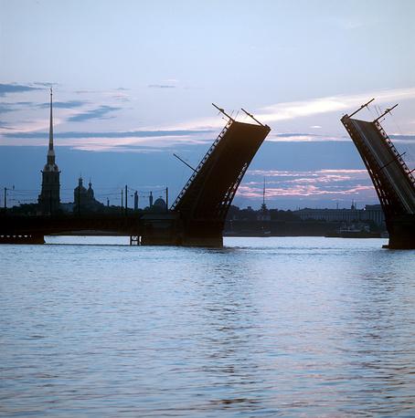 Разведенный Дворцовый мост.1973 г.