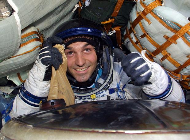 """Вторым космическим туристом стал Марк Шаттлворт из ЮАР. Он был доставлен на МКС """"Союзом ТМ-34"""". Находился на станции с 27 апреля по 5 мая 2002 года. Заплатил за полет $20 млн. Шаттлворт провел в космосе серию экспериментов, большинство из которых связано с кардиологией и физиологией"""