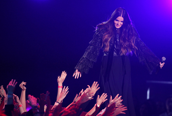 Певица Мириам Брайант во время выступления на церемонии MTV Movie Awards