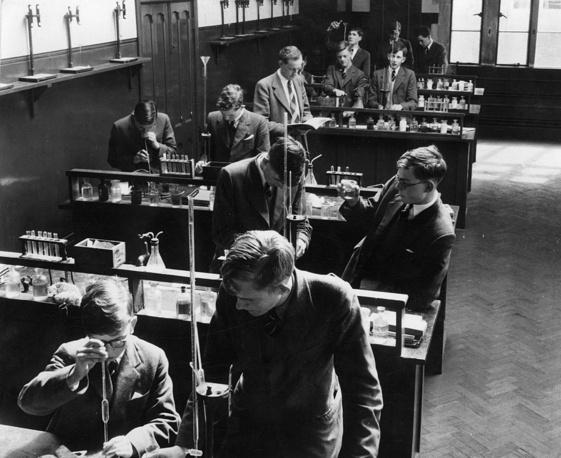 Химическая лаборатория Epsom College. Великобритания.1955 год
