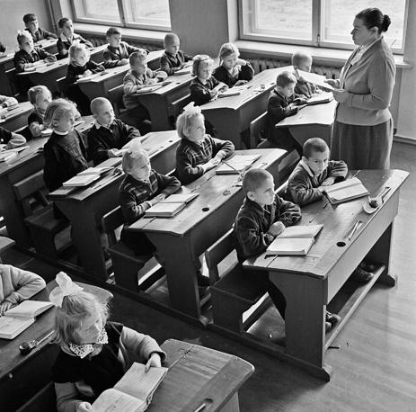 Урок в первом классе. CССР. 1963 год