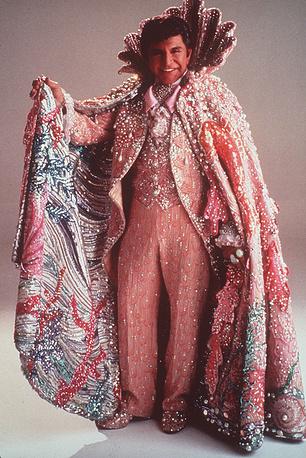 Американский пианист, певец и шоумен Либераче, 1987 год