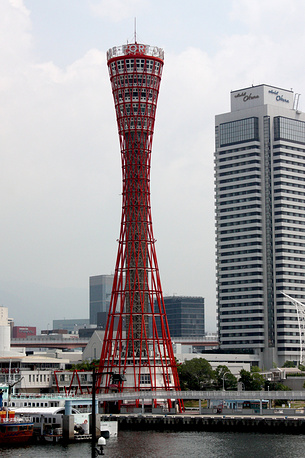 Башня порта Кобе в Японии. Построена в 1963 году архитектурно-строительной компанией Nikken Sekkel и выполнена в виде комбинации несущей сетчатой оболочки и центрального ядра. Используется для обзора панорамы порта и города