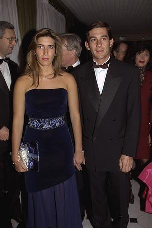 В 1981 году Айртон женился на своей подруге - Лилиан да Вашконселуш Соуза, но их брак продлился недолго. После развода у гонщика были романы, однако больше он не был женат. На фото: Айртон Сенна с Адрианой Ямин во время торжественного вечера FIA, 1988 год