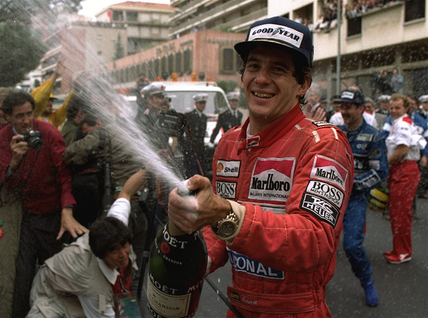 Айртон Сенна празднует победу на Гран-при Монако, 1990 год