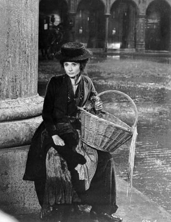 """В 1964 году актриса снялась в мюзикле """"Моя прекрасная леди"""". Она была приглашена на роль Элизы Дулитл вместо Джули Эндрюс, игравшей эту роль на Бродвее. На фото: кадр из фильма """"Моя прекрасная леди"""", 1964 год"""