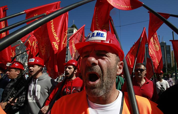 Многотысячные марши протеста против безработицы и мер жесткой экономии, реализуемых правительством по требованию международных кредиторов прошли 1 мая в Афинах и Салониках
