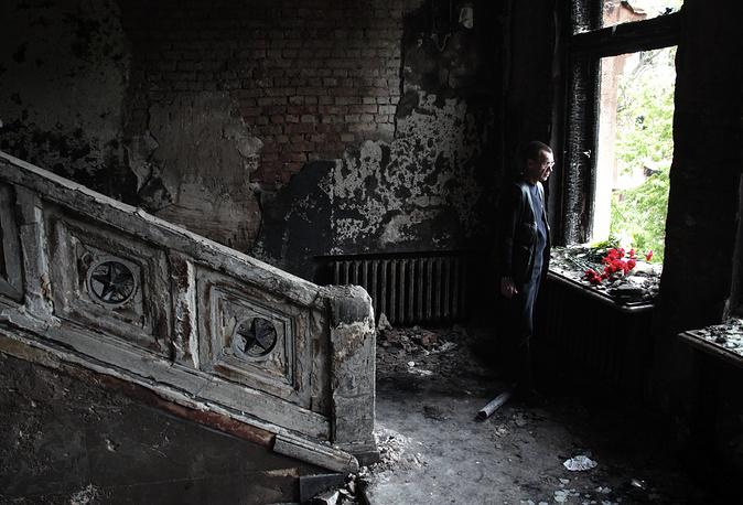 Столкновения переместились в район Куликова поля, где находился палаточный городок сторонников федерализации. Они укрылись в Доме профсоюзов, где позже начался пожар