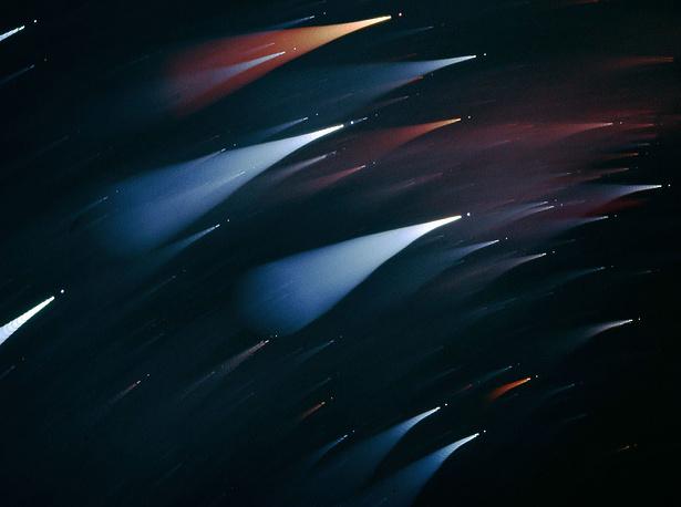 Созвездие Южный Крест. В основании Креста расположена самая яркая звезда созвездия - Акрукс. Ей противопоставлена красная звезда-гигант Гакрукус