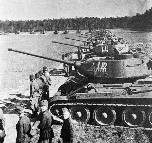 Великая Отечественная война. Боевой смотр в Челябинской танковой бригаде. 1943 год
