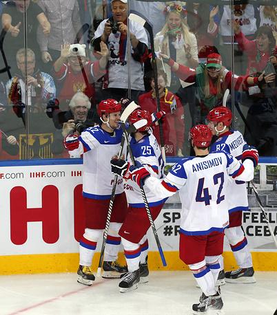 Россияне досрочно стали победителями группы В, оформив в прошлом туре выход в 1/4 финала