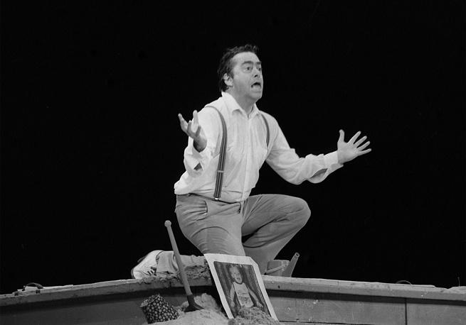 """Карцев в спектакле """"Браво, сатира!"""" по монологам и миниатюрам Михаила Жванецкого, 1985 год"""