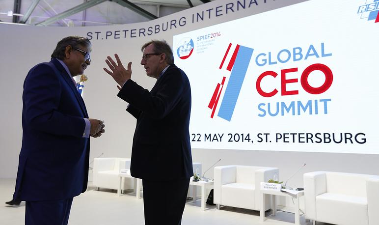 Назначенный президент Конфедерации индийской промышленности Сумит Мазумдер и председатель совета директоров The Boston Consulting Group Ханс-Пол Бюркнер (слева направо)