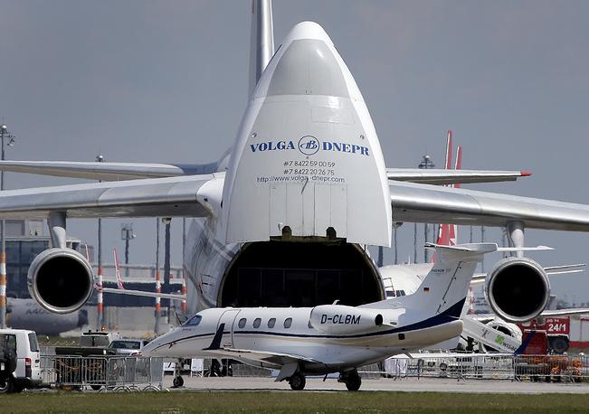 Транспортный самолет Ан-124 с открытым фюзеляжем