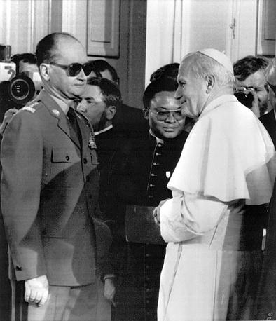Войцех Ярузельский во время встречи с папой римским Иоаном Павлом II, 1983 год