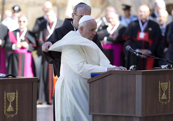 Папа Франциск произносит речь возле Стены плача, 26 мая