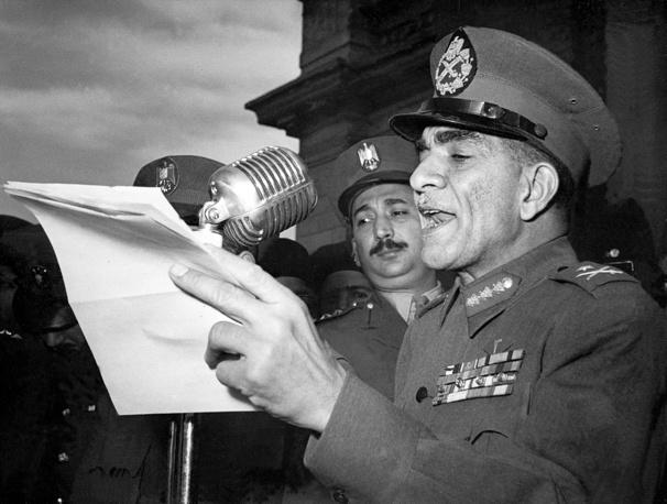 """Первым президентом Египта был Мухаммед Нагиб (18 июня 1953 года - 14 ноября 1954 года). В 1949 году вошел в число организаторов подпольного движения """"Свободные офицеры"""", члены которого совершили военный переворот"""