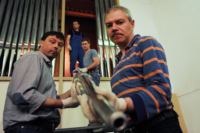 Капитальный ремонт органа в Свердловской филармонии