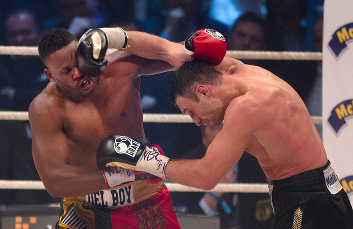 18 февраля 2012 года Кличко в Мюнхене единогласным решением судей выиграл у британца Дерека Чисоры