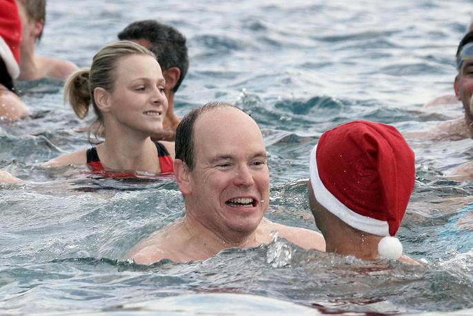 Во время рождественского благотворительного заплыва в Монако. Декабрь 2009 года