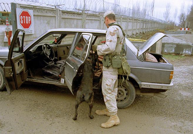 16 декабря 2001 года на Манас прибыли первые американские военнослужащие. Сначала авиабаза получила свое название в честь пожарного Питера Ганси, погибшего в Нью-Йорке во время теракта 11 сентября. Впоследствии руководство ВС США переименовало ее в Манас