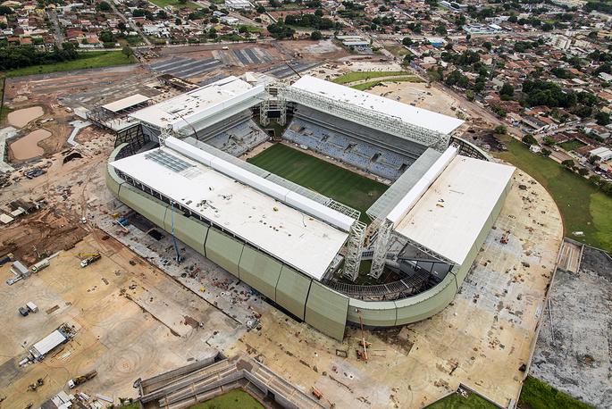 """Стадион """"Арена Пантанал"""" вместимостью 42 968 человек находится в городе Куяба. Его возведение началось в 2010 году. Стоимость проекта составила $210 млн. """"Арена Пантанал"""" примет четыре матча группового этапа чемпионата мира"""