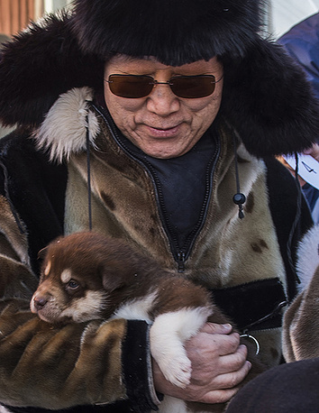 Пан Ги Мун во время визита в город Уумманнак в западной Гренландии в рамках подготовки к климатическому саммиту ООН, 2014 год