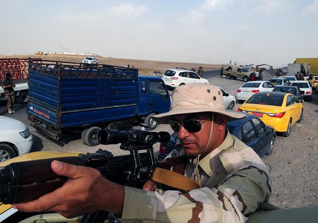 Вооруженные люди на контрольно-пропускном пункте в Эрбиле