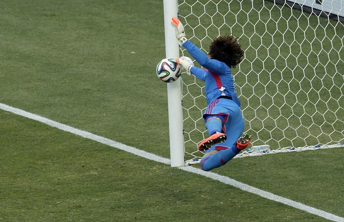 Великолепный матч провел голкипер сборной Мексики Гильермо Очоа