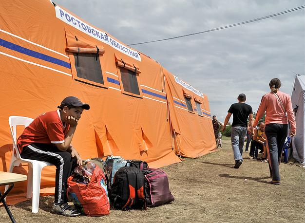 """22 июня. Палаточный лагерь для беженцев около пограничного пропускного пункта """"Новошахтинск"""" - """"Должанский"""""""