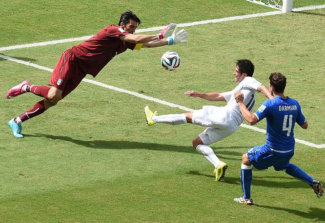 Еще один сейв капитана сборной Италии