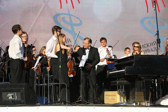 Уральский молодежный симфонический оркестр под управлением Энхе