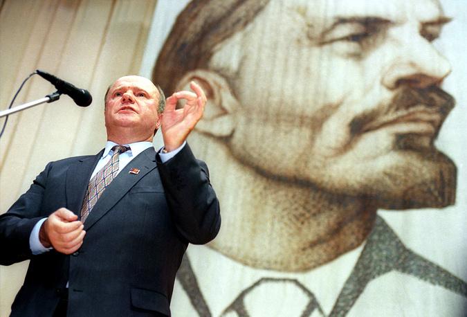 """О Ленине: """"Чем обстоятельнее я изучаю происходящие на планете процессы, чем внимательнее вчитываюсь в предложения самых талантливых людей о выходе из кризиса, тем больше обращаюсь к гениальным трудам Ленина и к его политике. Те, кто сегодня дают им дурацкие оценки, да еще намереваются раскопать святая святых - Красную площадь, - просто варвары. Я считаю, что Ленин как никогда актуален"""""""