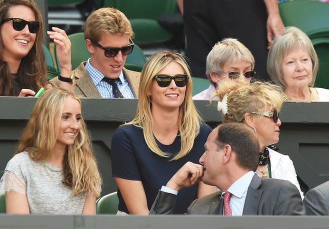 Российская теннисистка Мария Шарапова не смогла пробиться в четвертьфинал Wimbledon, но зато посетила матч своего друга Новака Джоковича с Григором Димитровым. 4 июля 2014 года