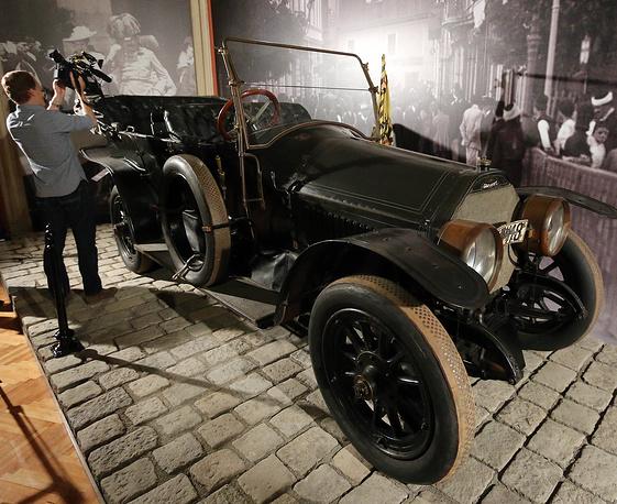 Автомобиль, в котором были убиты Франц-Фердинанд и София Хотек, в Военно-историческом музее в Вене