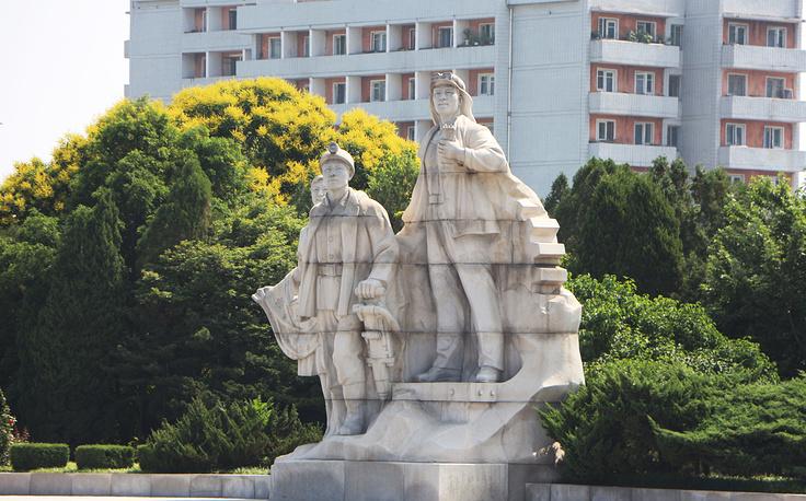 Пхеньян поражает масштабами монументов и архитектурных сооружений
