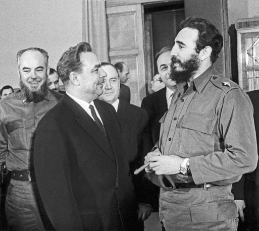 Председатель Президиума Верховного Совета СССР Леонид Брежнев и Фидель Кастро во время встречи в Москве, 1964 год
