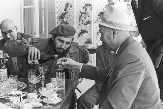 Фидель Кастро и Председатель Президиума Верховного Совета СССР Николай Подгорный во время встречи в Гаване, 1970 год