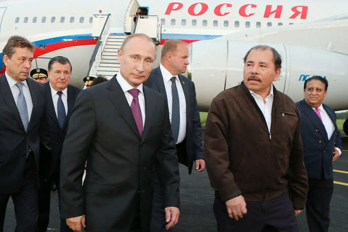 Владимир Путин и президент Никарагуа Даниэль Ортега в международном аэропорту Манагуа, Никарагуа, 12 июля