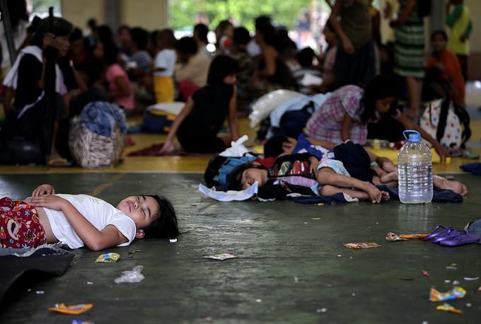 """После Филиппин """"Раммасун"""", чье название в переводе с тайского означает """"бог грома"""", выйдет в Южно-Китайское море и устремится к острову Хайнань (КНР)"""