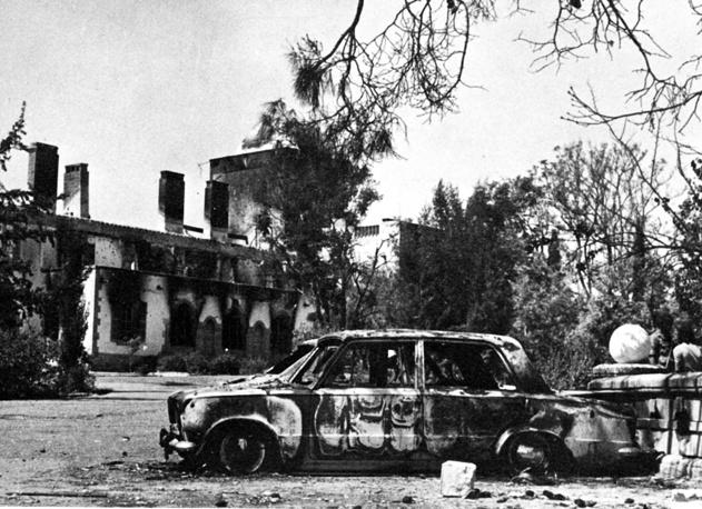 Порядка 200 тыс. греков-киприотов, проживавших в северной части острова, были вынуждены покинуть свои дома и уйти на юг