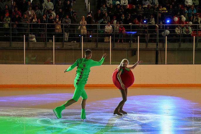 "Шоу ""горячий лед"" на праздновании Дня металлурга"