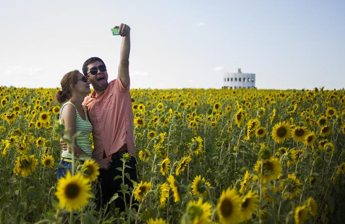 "Посетители на фестивале ""Архстояние-2014"" в деревне Никола-Ленивец"