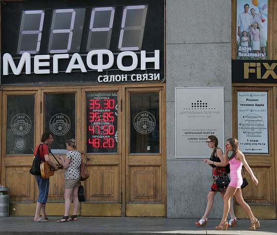 Столбик термометра превышает в дневные часы отметку 30 градусов по Цельсию