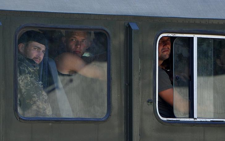 Позднее более 180 военнослужащих отправились на родину из Ростовской области, куда они прибыли, перейдя границу