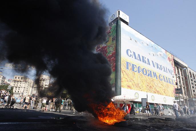 Активисты подожгли автомобильные покрышки