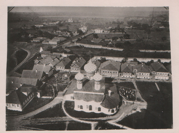Вид на Рождественский собор с Преподобенской колокольни в Ризоположенском монастыре