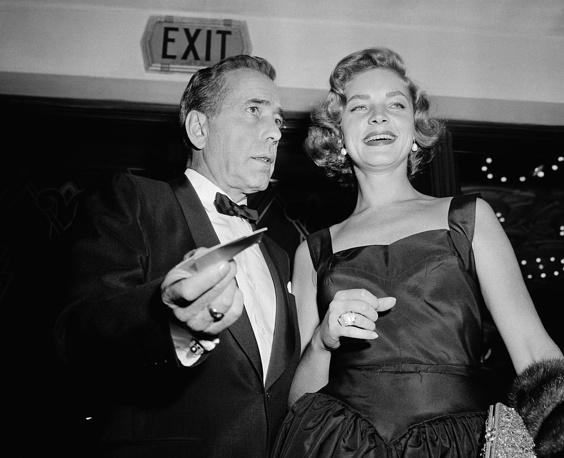 """Хамфри Богарт с супругой Лорен Бэколл на премьере фильма """"Часы отчаяния"""" в Лос-Анджелесе"""