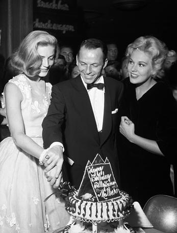 Лорен Бэколл, Фрэнк Синатра и Ким Новак в Лас-Вегасе, 1956 год